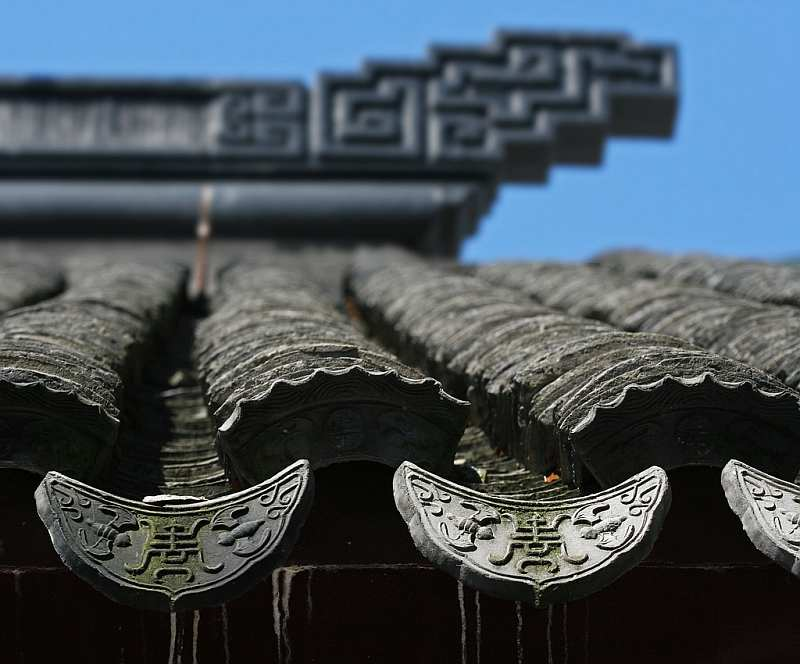 16-temple-roof-with-bat-design