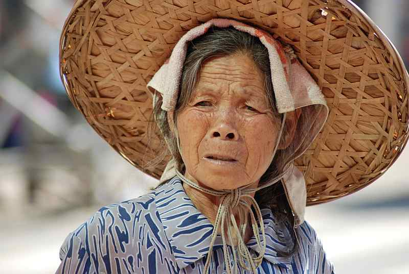32-chinese-woman-farmer