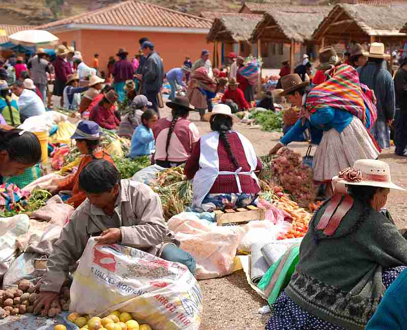 Chinchero sunday market